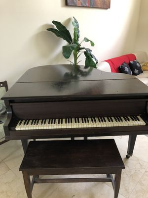 Baby grand piano for Sale in Sunrise, FL