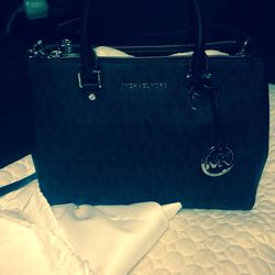 Gently used Michael kors large messenger bag for Sale in Kent,  OH