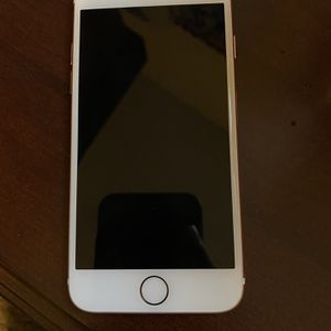 IPhone 7 Rose gold Unlocked 128 GB for Sale in Aurora, OH
