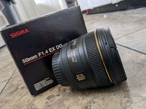 sigma 50 f1,4 canon lens for Sale in York, PA