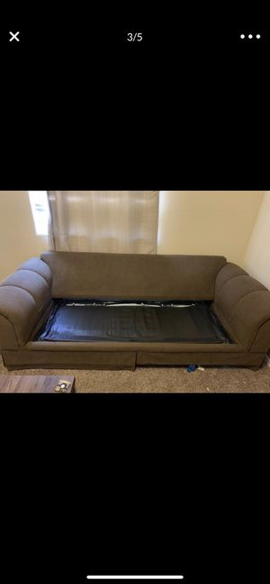 Pull Out Really Comfy Couch (normal wear) for Sale in Surprise, AZ