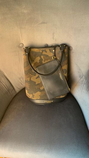 Authentic Burberry Camo Purse with clutch. $800 firm for Sale in Goodlettsville, TN