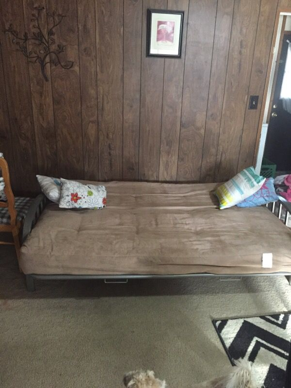Futon very comfy and like new !