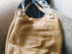 Michael kors HOBO BAG for Sale in Douglasville, GA