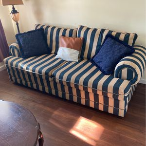 Couch for Sale in Mount Sterling, OH