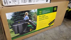 John deere 42in twin bagger for 100 series tractors for Sale in Phoenix, AZ