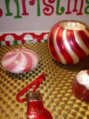 Christmas ornaments red White for Sale in Dearborn, MI
