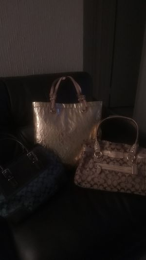 2 official great condition coach hand bags.1 Michael kors shoulder tote bag for Sale in North Miami Beach, FL