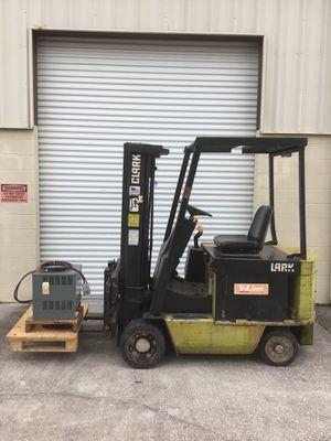 Clark ECS-30 electric forklift for Sale in Odessa, FL