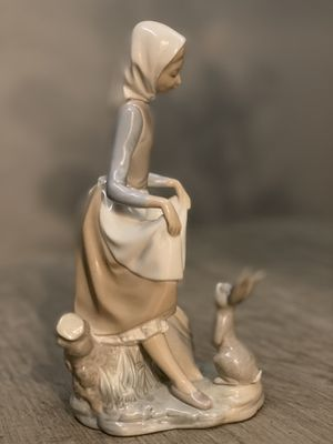 Lladro Collectible figurine ,girl feeding rabbit for Sale in Portland, OR