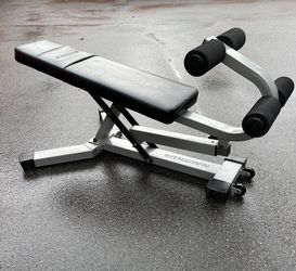 Nautilus Adjustable Ab Abdominal Decline Sit Up Weight Bench / Dumbbell Bench for Sale in Everett,  WA