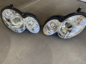 Spyder -chrome halo proyector headlights with parking leds for Sale in Peoria, AZ