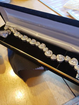 Vintage white cz set... Great condition for Sale in Meriden, CT