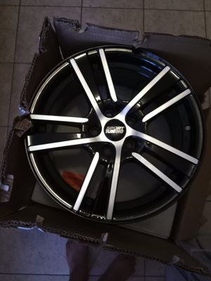 """(4) 17"""" Black and chrome rims for Sale in Houston, TX"""