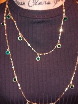Necklace Gold Tone. And Emerald Great Condition for Sale in Spartanburg,  SC