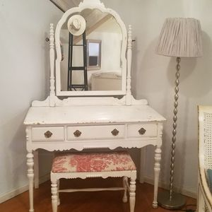 Girls antiqued twin bed and desk with mirror for Sale in Buckley, WA