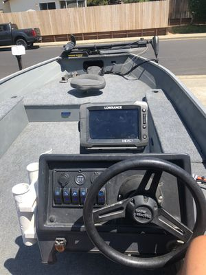 Bass Tracker (Guide V Special) for Sale in Vacaville, CA