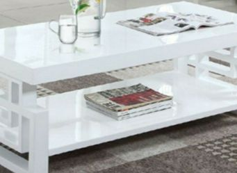 Glossy white coffee table for Sale in San Leandro,  CA