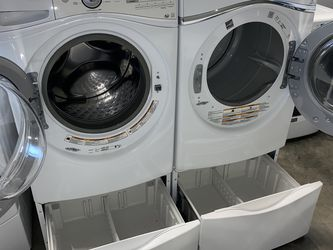 WHIRLPOOL XL CAPACITY STEAM WASHER DRYER ELECTRIC ON PEDESTALS for Sale in Portland,  OR