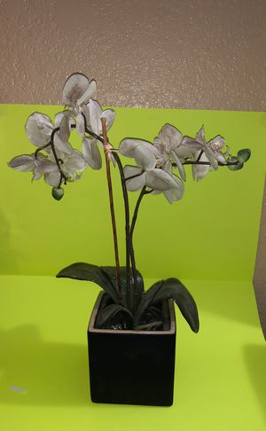 Large fake orchid plant good condition no damage for Sale in Las Vegas, NV