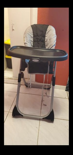 High Chair - Graco DuoDiner Infant-to-Toddler High Chair & Booster Seat for Sale in Fort Lauderdale, FL