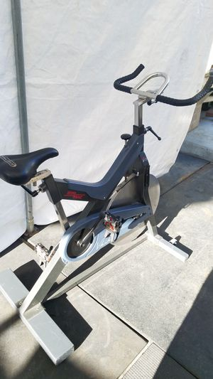 ( EXERCISE FITNESS 365 ) COMMERCIAL GRADE HEAVY DUTY STAR TRAC V BIKE for Sale in Long Beach, CA