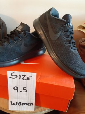 NIKE SIZE 9.5 FOR WOMEN for Sale in Highland, CA