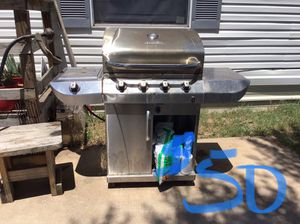 Charbroil grill with propane tank included for Sale in San Angelo, TX