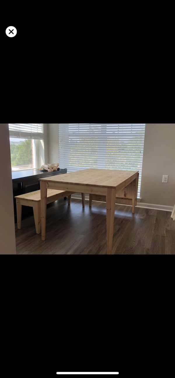Dining table (comes with 4 chairs)