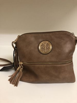 Cross body bag Deluxity for Sale in Los Angeles, CA