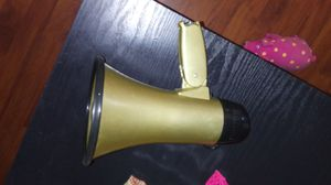 HORN WITH SIREN BATTERY OPERATED WITH BOTTLE OPENER IN EXCELLENT CONDITION for Sale in Wetumpka, AL