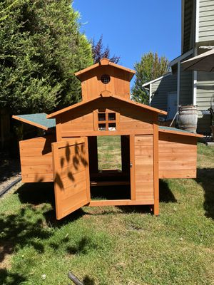 Coop - chickens or bunnies. New condition never used. Lake Stevens. for Sale in Lake Stevens, WA