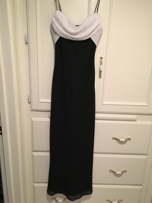 Teenager/woman's black chiffon/white chiffon top sprinkled with rhinestones size 7/8 for Sale in Fresno, CA