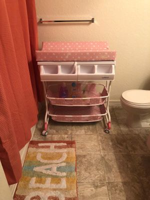 baby bathtub and changing table pink for Sale in Azalea Park, FL