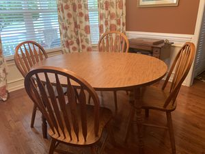 Kitchen Table w/4 chairs for Sale in Mint Hill, NC