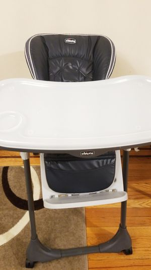 CHICCO HIGH CHAIR LIKE NEW for Sale in Queens, NY
