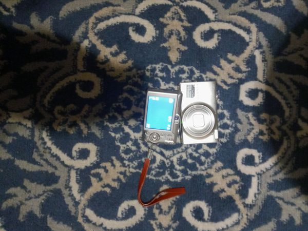 Canon sd600 digital elph&Nikon coolpix touch screen 16.0 wide7x