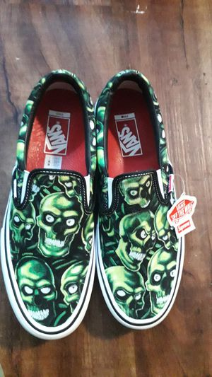 Supreme x vans skull pile size 8.5 for Sale in Brooklyn, NY