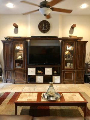 Broyer hill entertainment center for Sale in Temecula, CA
