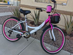 *- Women Beach Cruiser Bike Like New. for Sale in Phoenix, AZ