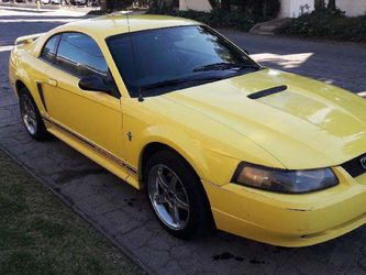 03 Ford Mustang V6 for Sale in Whittier,  CA