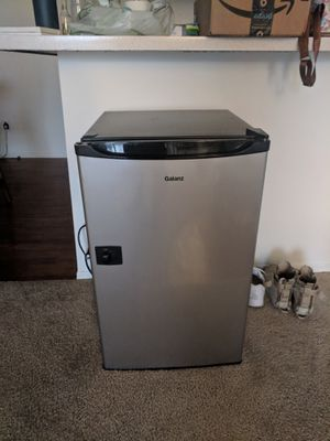 Galanz Mini Fridge for Sale in Fullerton, CA