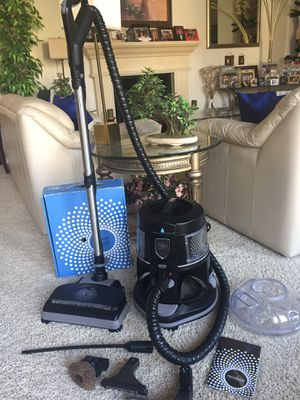 Rainbow E2 Black Newest Rainbow model Vacuum Cleaner for Sale in Tracy, CA