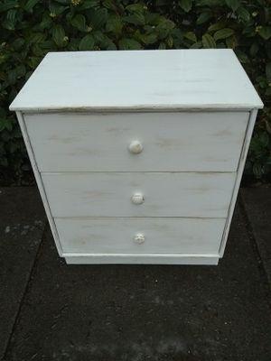 Cute lil 3 drawer dresser for Sale in Portland, OR