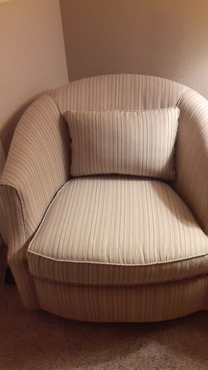 Swivel chair, very comfortable. Good condition! for Sale in Port Charlotte, FL
