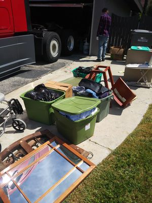 Free miscellaneous furniture and garage items for Sale in Detroit, MI