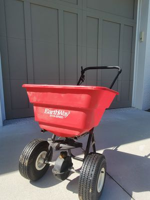 Earthway Spreader heavy duty large for Sale in Parrish, FL