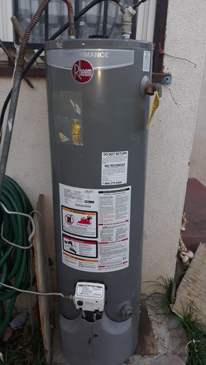Water heater de gas natural 30 gallons/years 2014 for Sale in Bakersfield, CA