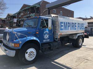 2000 international fuel truck , dt466, 6speed tran