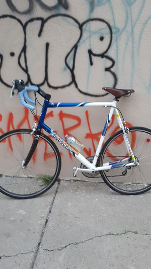 Cannondale Racing mountain Bike (Price Negotiable) Myst sale ASAP for Sale in Philadelphia, PA